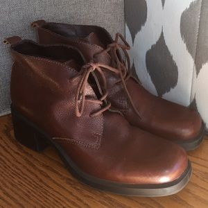 Vtg AEROSOLES 9M Brown Leather Lace Ankle Booties